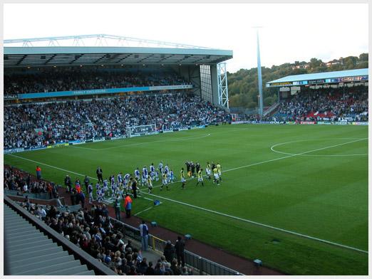 Эвуд Парк - один из старейших и ныне действующих стадионов Англии. Открыт он был в 1890 году
